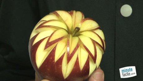 Sculpter une rosace en toile sur un fruit for Decoupe fruit decoration