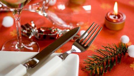 Dresser une table pour un repas de no l - Dresser table couverts ...