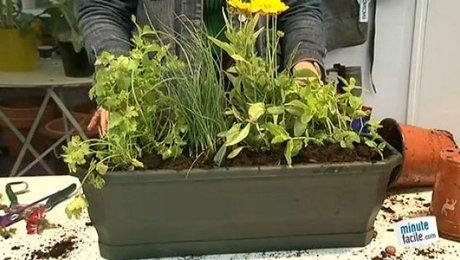 Creer Une Jardiniere De Plantes Aromatiques Minutefacile Com