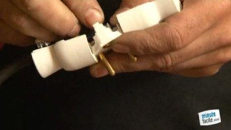 raccorder un cable lectrique sur une prise m le. Black Bedroom Furniture Sets. Home Design Ideas