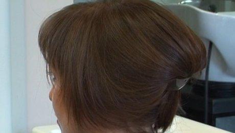 Faire un chignon avec des cheveux courts - Minutefacile.com