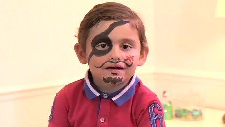 Faire un maquillage de pirate pour garçon