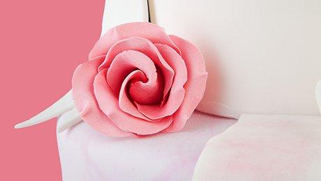 Decoration De Gateau La Rose En Pate D Amande Minutefacile Com