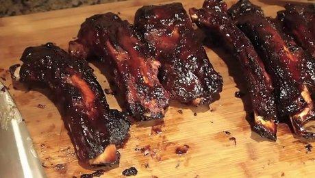 Cuisson des c tes de b uf grill es au barbecue couvercle - Temps de cuisson cote de boeuf au grill ...