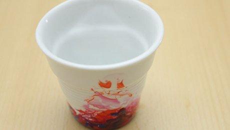 diy water marble customiser ses mugs pour embellir sa table. Black Bedroom Furniture Sets. Home Design Ideas