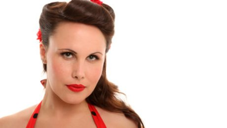 Style burlesque : faire une coiffure pin up