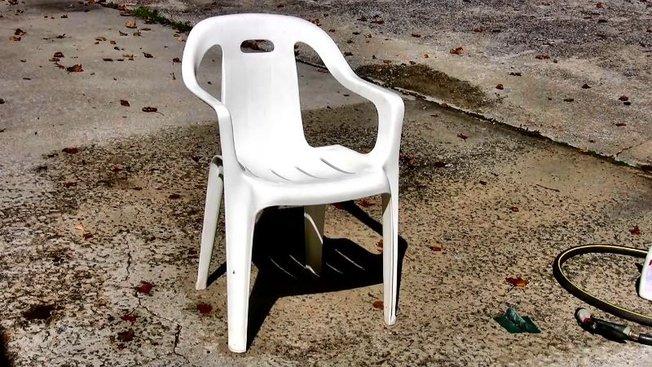 Comment nettoyer une chaise de jardin en plastique? - Minutefacile.com