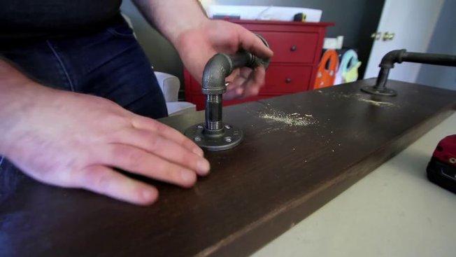 diy fabriquer des tag res industrielles en tuyaux m talliques. Black Bedroom Furniture Sets. Home Design Ideas