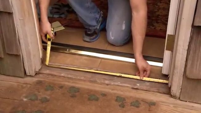 Comment Poser Une Barre De Seuil De Porte En Aluminium Avec Un Joint E Minutefacile Com
