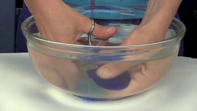 Comment couper du verre avec une paire de ciseaux - Comment couper du verre sans coupe verre ...