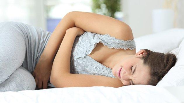Règles douloureuses : soulager les crampes menstruelles ...