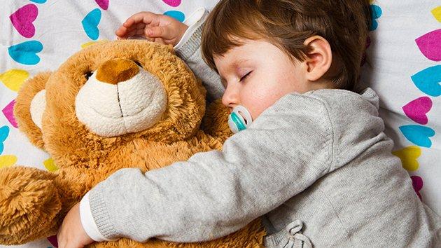 top 10 des conseils pour prendre soin de son b b et duquer son enfant top listes des vid os. Black Bedroom Furniture Sets. Home Design Ideas