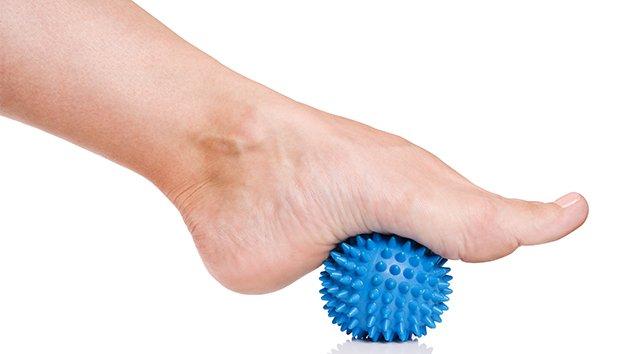 plante du pied gonflée et douloureuse