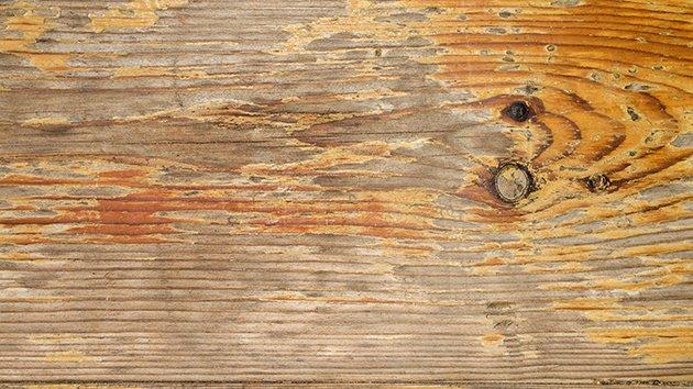 Renover une table en bois ciré